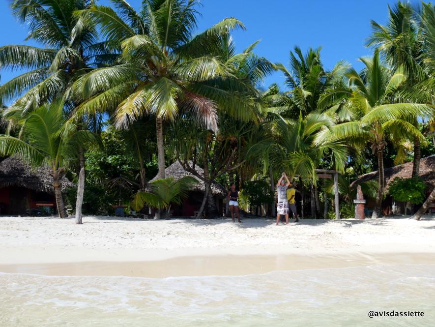 sambatra beach lodge voyage ile aux nattes madagascar equipe