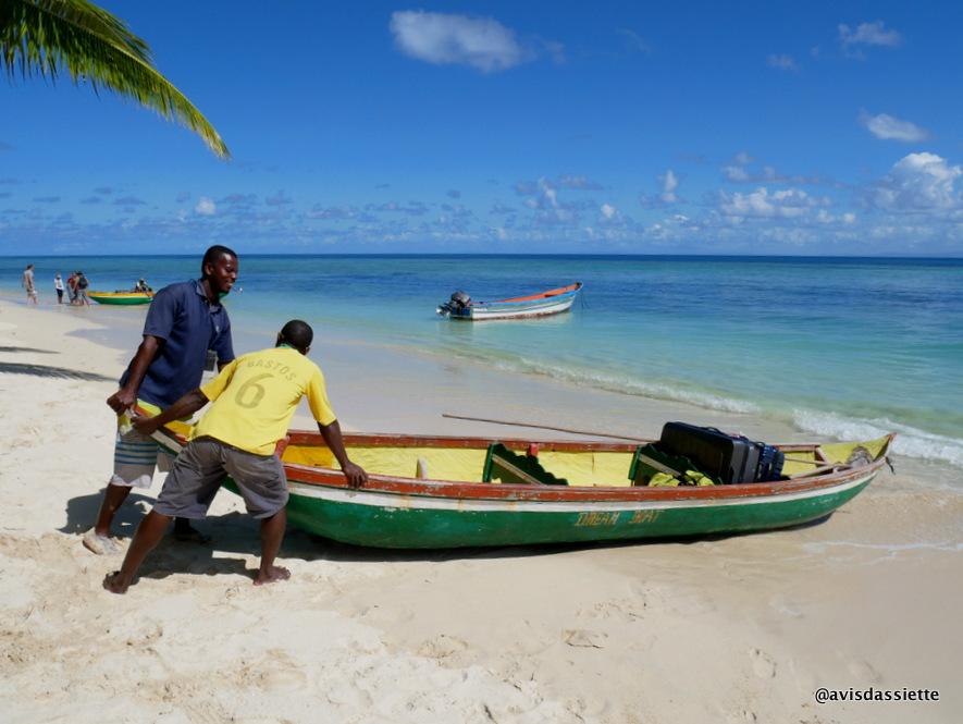 sambatra beach lodge voyage ile aux nattes madagascar pirogue 3