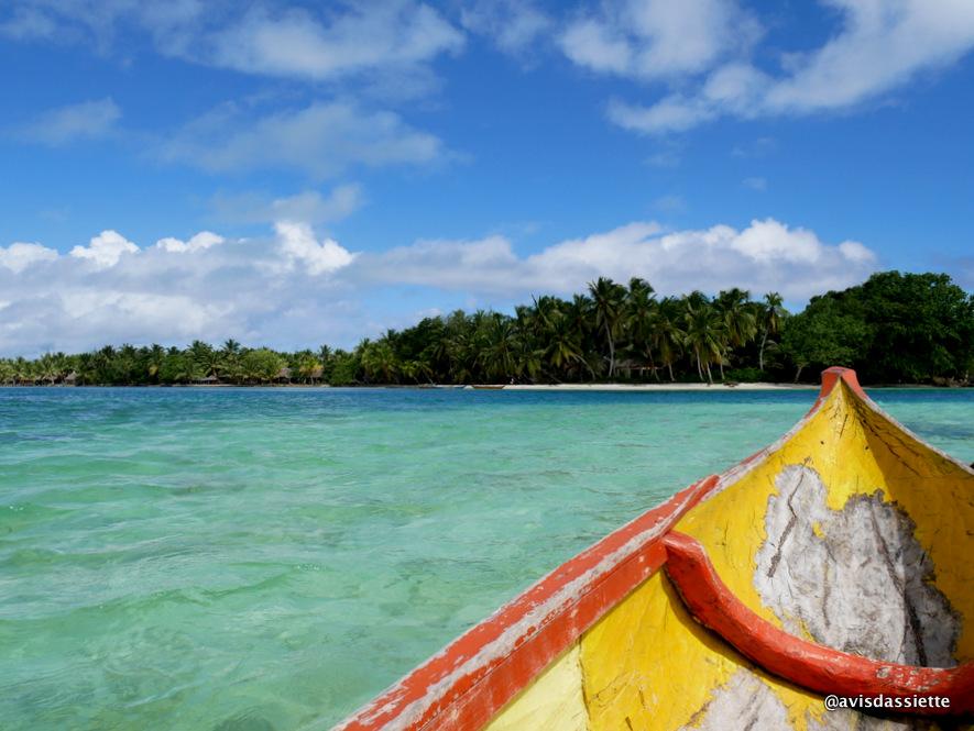 sambatra beach lodge voyage ile aux nattes madagascar pirogue